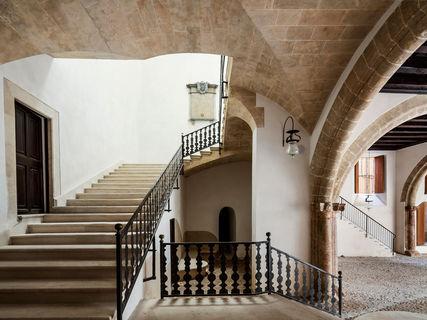 El yacimiento arqueológico de sa Galera expone sus hallazgos en Can Balaguer