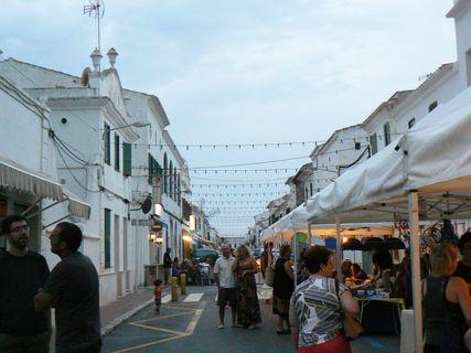Mercado de Noche, Sant Lluis