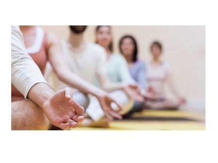 Meditación en grupo cada viernes en el Espai salut de la CIE