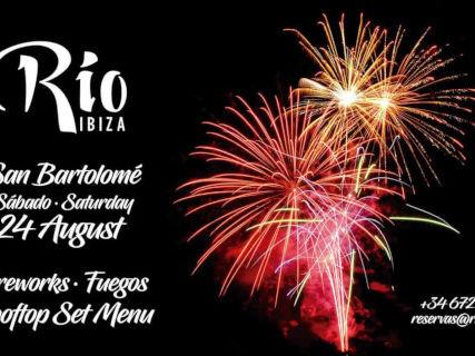 Cena con fuegos artificiales en Río Ibiza, una velada mágica