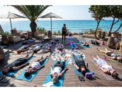 Sesiones matinales de yoga con desayuno frente al mar en Aiyanna Ibiza