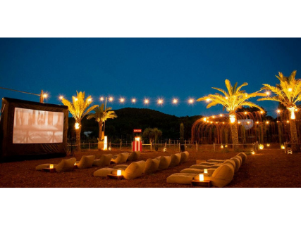 Cine bajo las estrellas en el huerto de Atzaró Ibiza