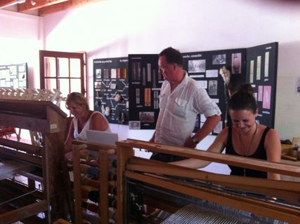 Guided tour: Weaving and knitting wool Corsica