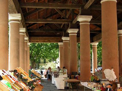 Il mercato d' Île-Rousse