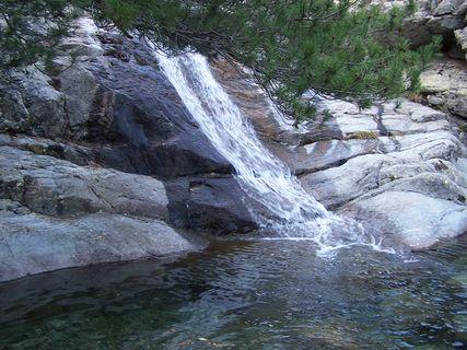 """Hiking to the """"Cascade des Anglais"""""""