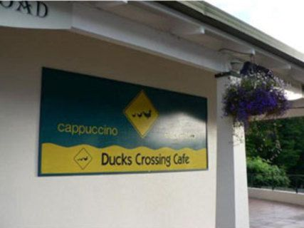 Ducks Crossing Café