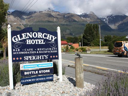 Glenorchy Hotel & Backpackers Retreat
