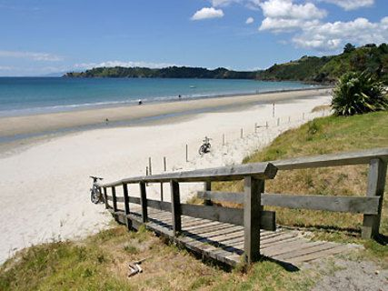Onetangi Beach Walk