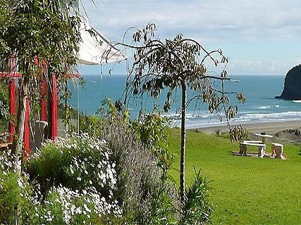 Bethells Beach Cottages