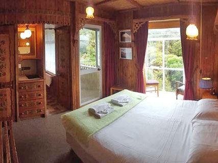 Dawson Falls Romantic Hotel